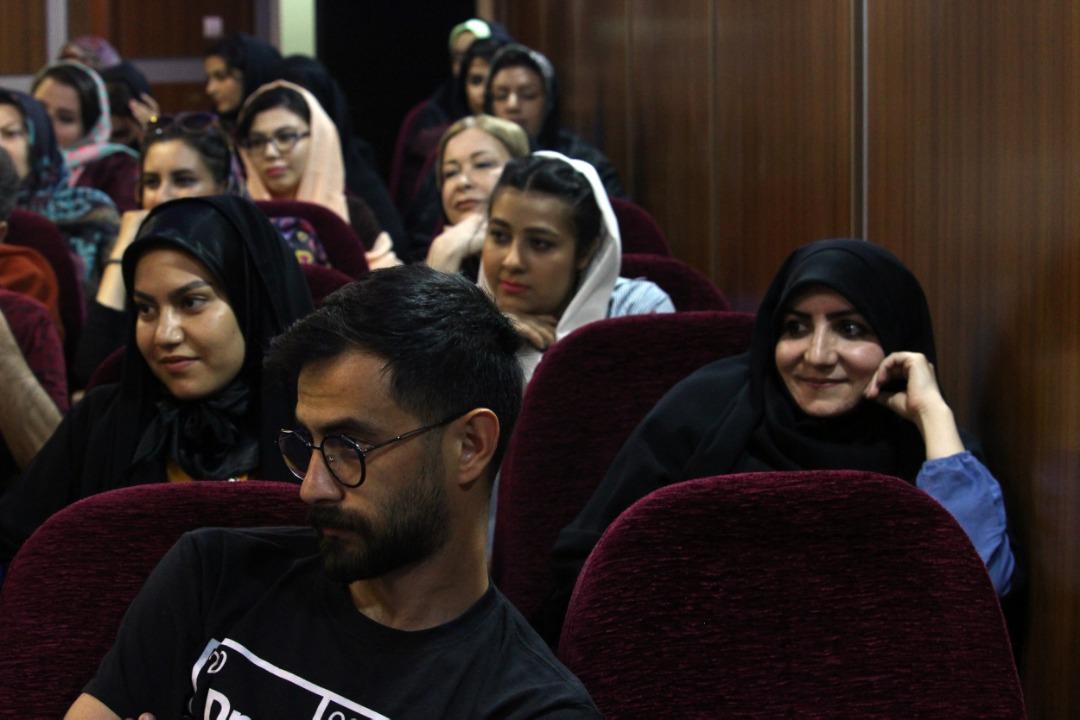 حضور اهالی لبخند در جلسه طنز زنجفیل