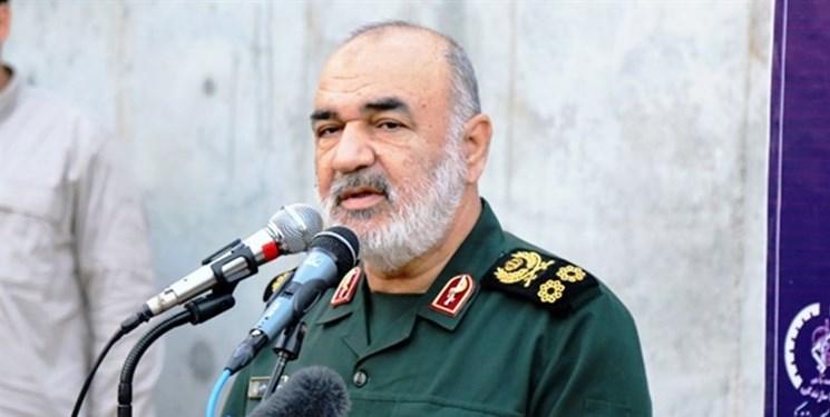 سردار سلامی: سپاه از شرف و کرامت امت اسلامی حتی هزاران کیلومتر دورتر از مرزهای ایران دفاع میکند