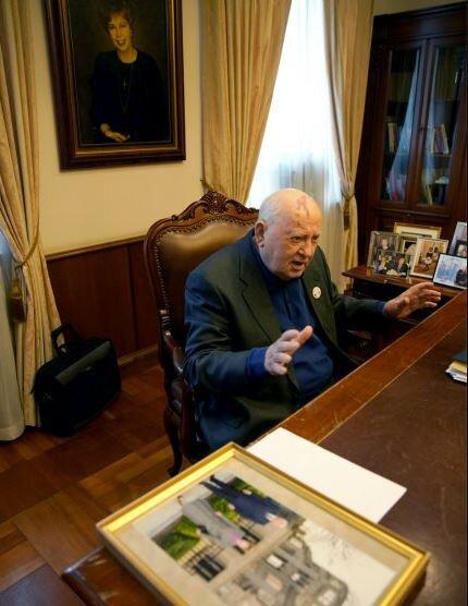 گورباچف: رهبران جهان تا ۱۵ درصد از بودجه نظامی خود بکاهند