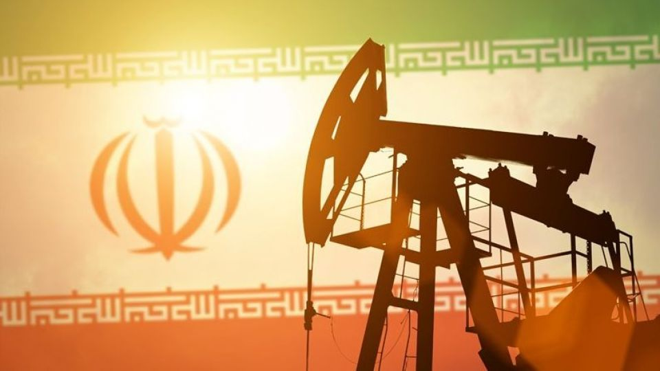 کاهش تولید نفت ایران به ۲ میلیون و ۱۸ هزار بشکه در روز