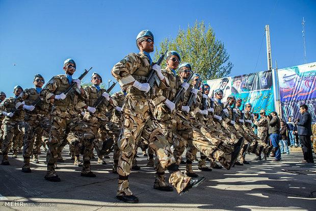 رویترز: ایران در روز ارتش تجهیزات پزشکی را به نمایش گذاشت