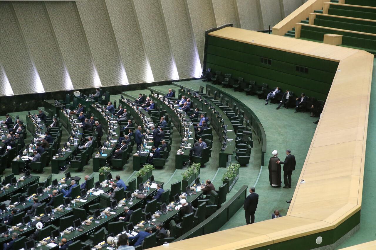 قالیباف: تصادف جزئی دلیل تاخیر وزیر اقتصاد در مجلس بود
