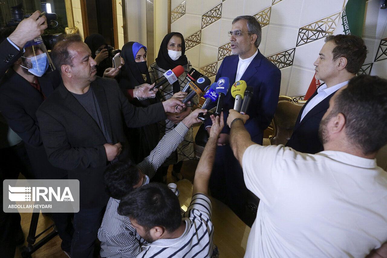 جابری انصاری: وزارت امور خارجه با جدیت پیگیر آزادی شهروندان دربند ایرانی است