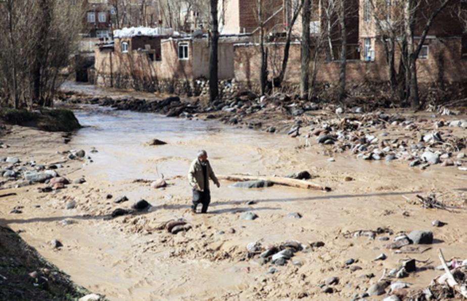 بعداز بارش شدید باران؛ جاری شدن شدید سیل در روستای بیرق تبریز