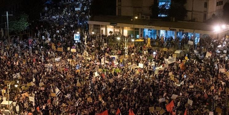 بزرگترین تظاهرات مقابل اقامتگاه نتانیاهو/ پلیس از بلوک سیمانی برای توقف معترضان استفاده کرد