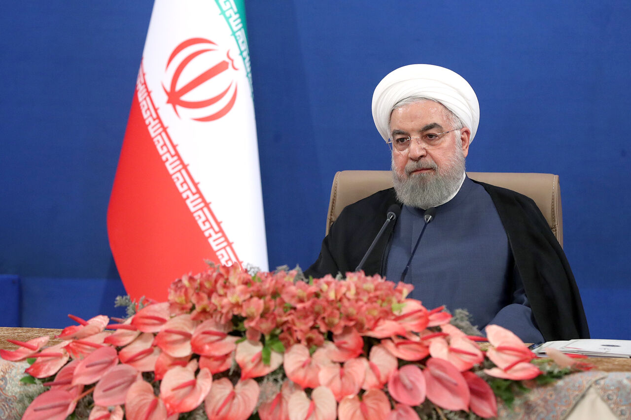 روحانی: از خام فروشی فولاد و پتروشیمی خارج شدیم