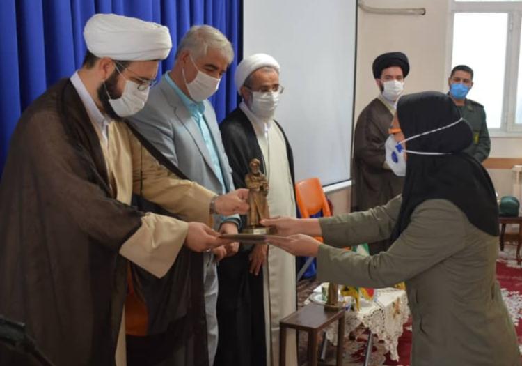 اهدای تندیس ایثار پزشکی (ابن سینا) به چهار پزشک مرندی