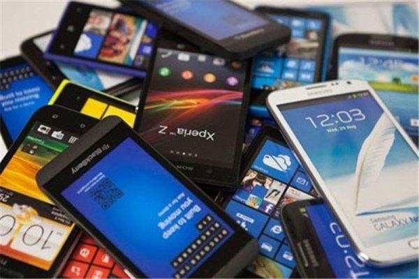 حباب قیمت گوشی موبایل شکست/ کاهش ۱۵ تا ۳۰ درصدی قیمت در بازار