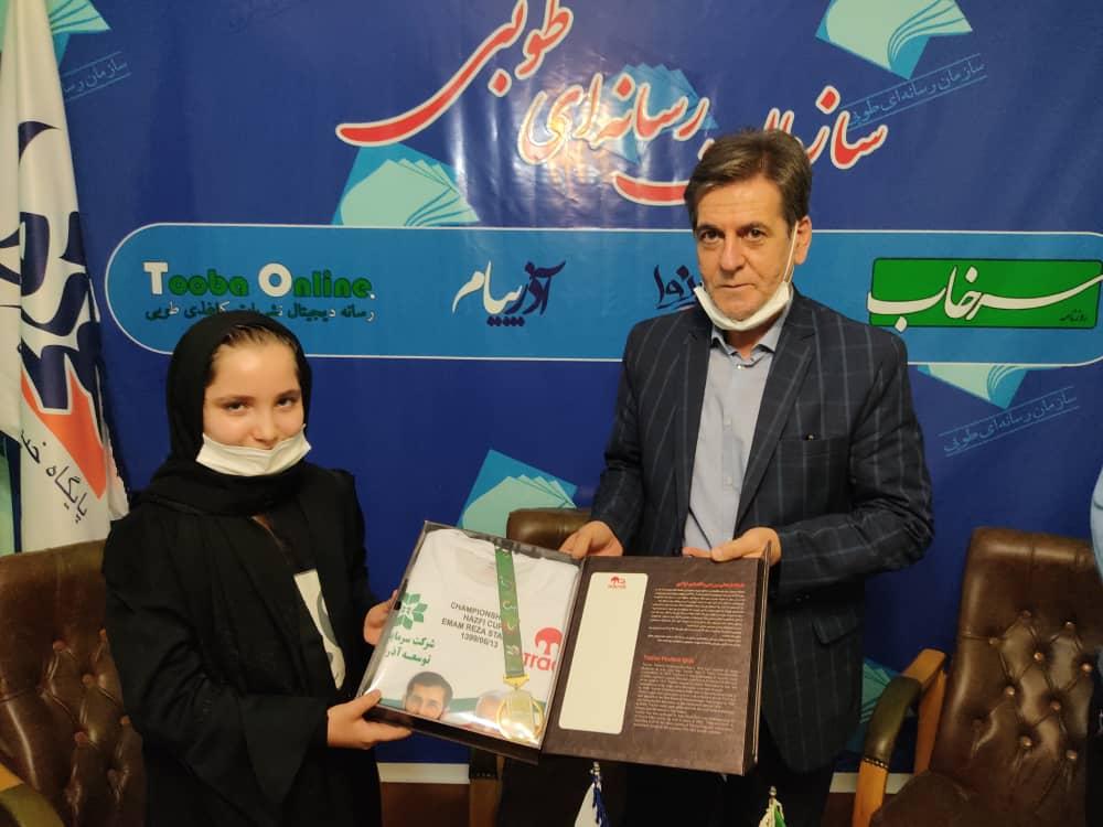 اهدای مدال و پیراهن قهرمانی به فرزند هوادار فقید تراکتور