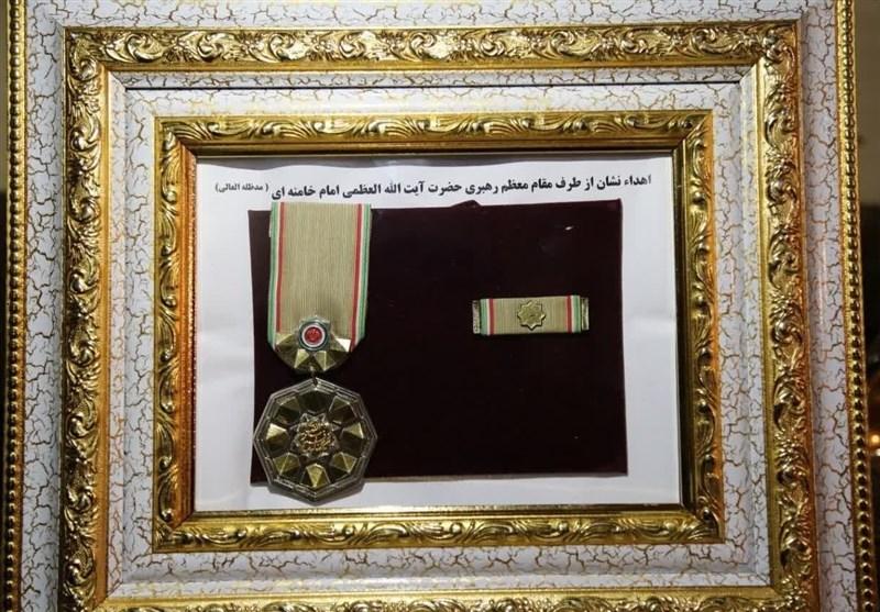 اعطای نشان «درجه یک نصر» به خانواده شهید فخری زاده