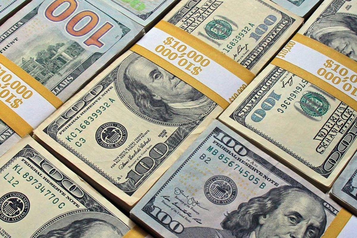 دلار ۳۶۰ تومان ارزان شد