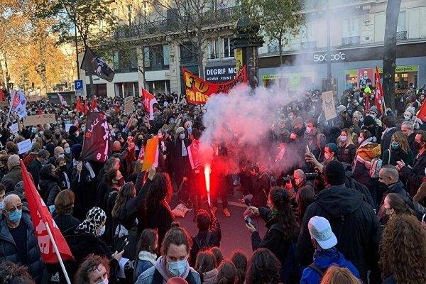 پلیس فرانسه به تظاهراتکنندگان در پاریس یورش بُرد