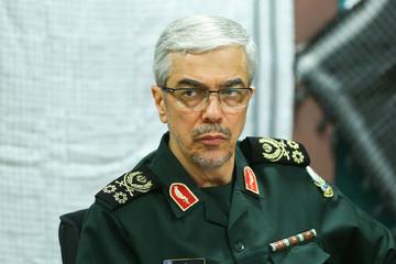 سرلشکر باقری: در نیروهای مسلح افتخار داریم که تحت فرماندهی امام خامنهای خدمت میکنیم/ عمق بینش ایشان از همه فرماندهان بیشتر است