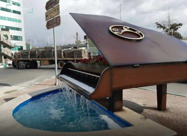 جا به جایی المان پیانو به جهت الزامات ترافیکی/ مردم به شایعات توجه نکنند