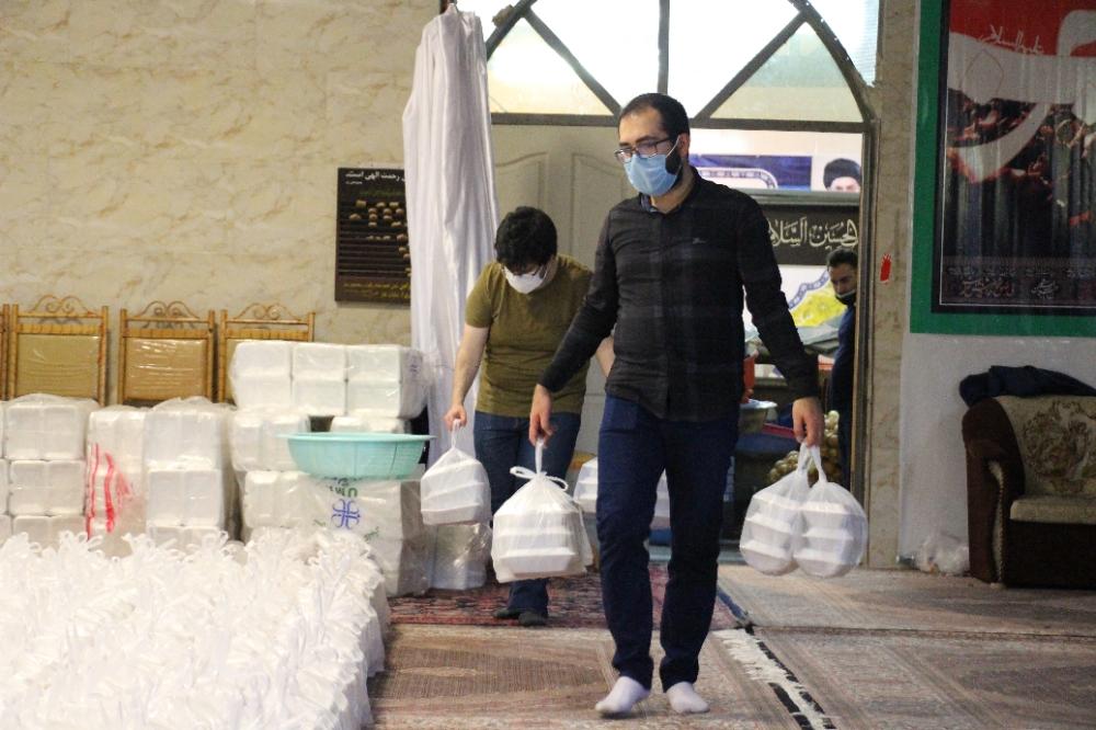 پخت و توزیع ۱۰ هزار بسته غذایی بین نیازمندان