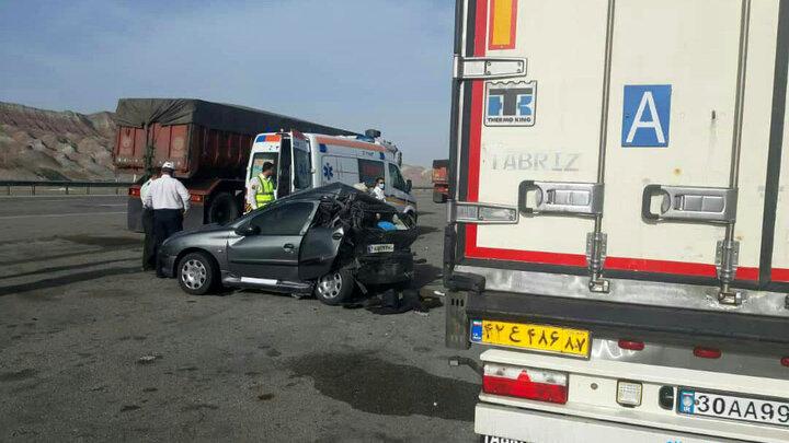 5 نفر در سانحه رانندگی آزاد راه پیامبر اعظم (ص) کشته و زخمی شدند.