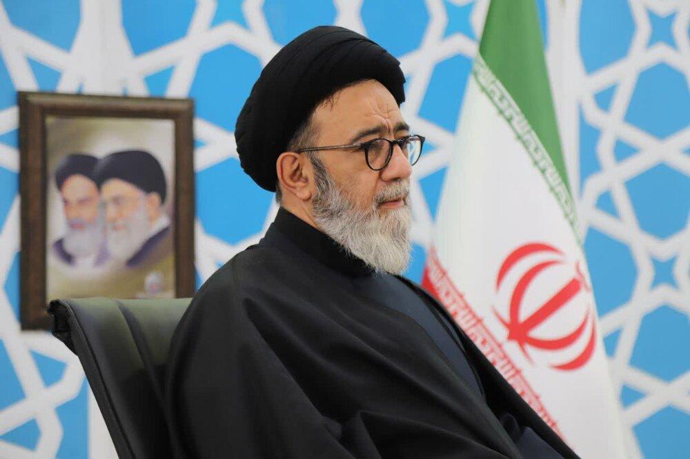 باید شبکه ارتباطی بین مسلمان ایران و دیگر کشورها ایجاد شود.