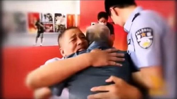 پدری که پس از ۵۸ سال پسرش را در آغوش کشید