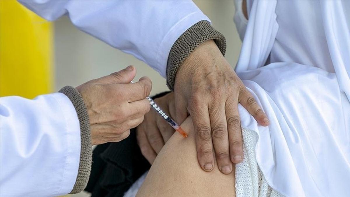 ثبتنام واکسیناسیون افراد ۶۵ سال به بالا آغاز شد