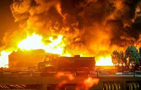 آتش گرفتن اتوبوس در آزادراه تهران-قم/ ۲۰ مسافر نجات یافتند