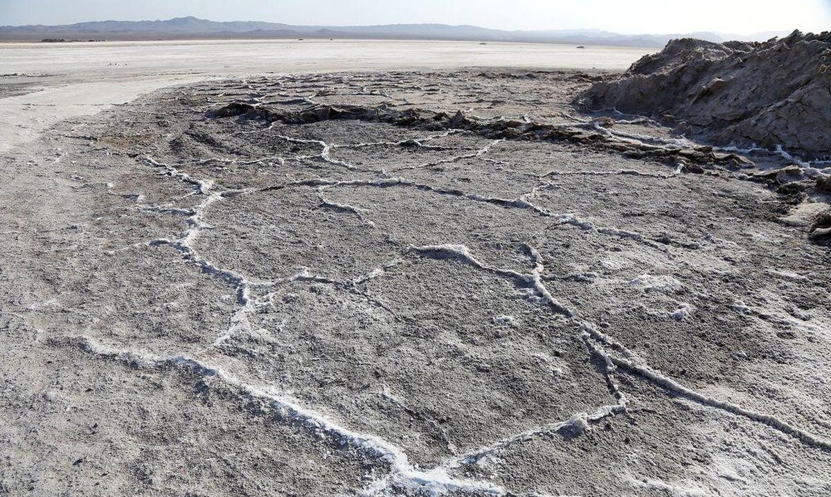 نمکی شدن خاک؛ خطرناکتر از کمآبی/ فعلا جنگ آب مانند آتش زیر خاکستر است