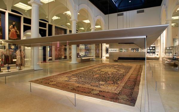 روایت فرش مشهور اردبیل؛ شاهکاری که در موزه ویکتوریا آلبرت چشمنوازی میکند