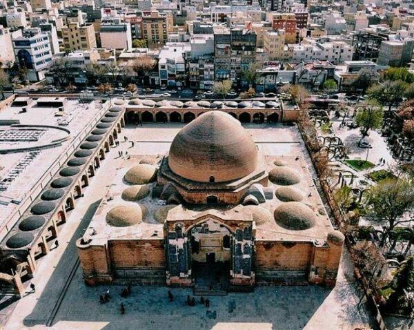 ساخت و سازهای اطراف مسجد کبود هویت این بنا را زیر سوال برده است