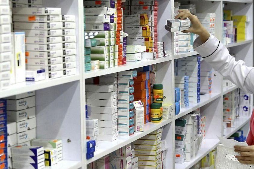 انحصار دارو در کشور با داروخانهداری 1000مقام دولتی
