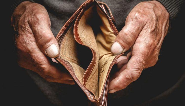 کاهش قدرتِ خرید مردم و گرفتار شدن در مالیاتِ تورمی