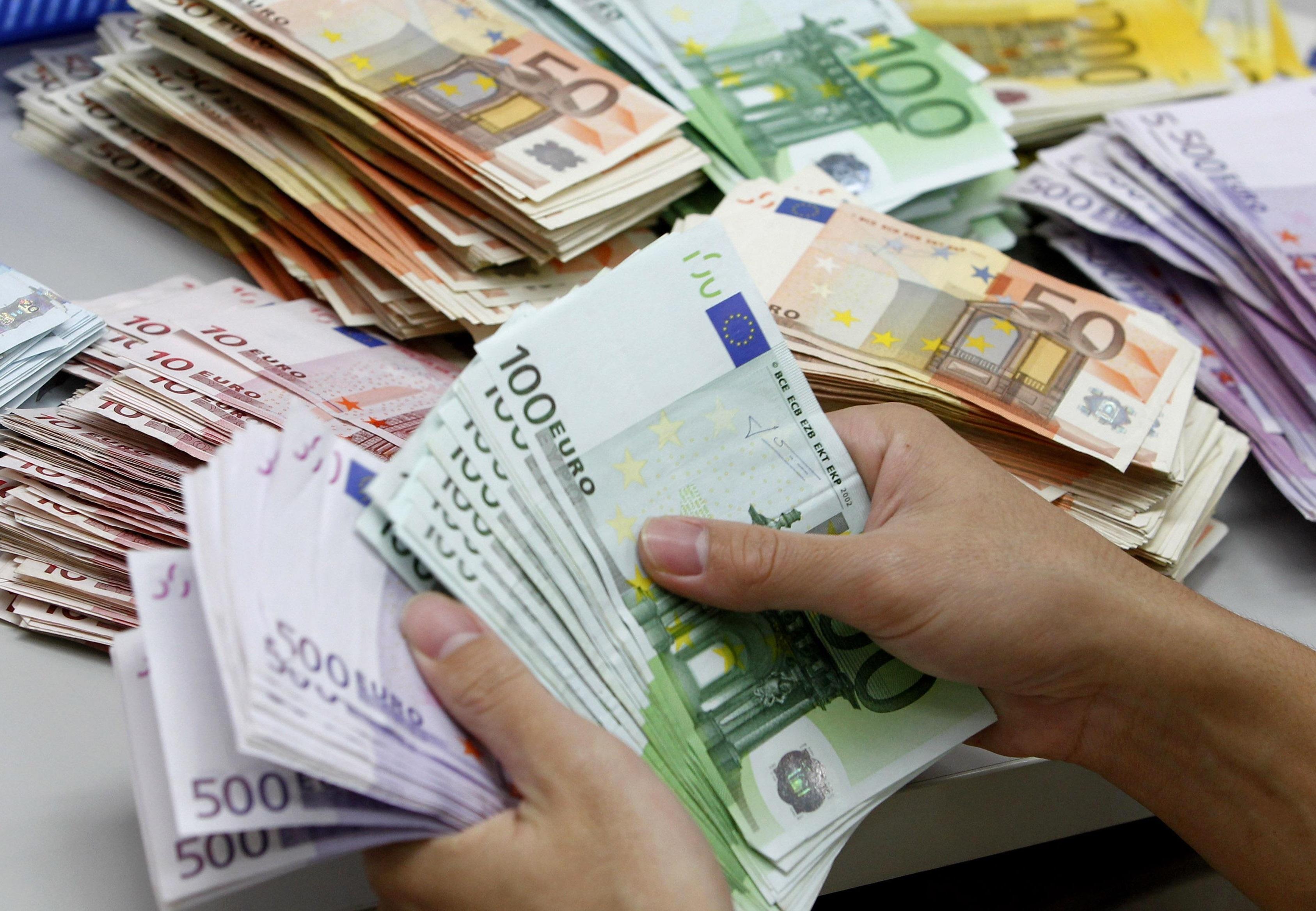 یارانه ۲۰۰ هزار تومانی جایگزین ارز ۴۲۰۰ تومانی میشود؟