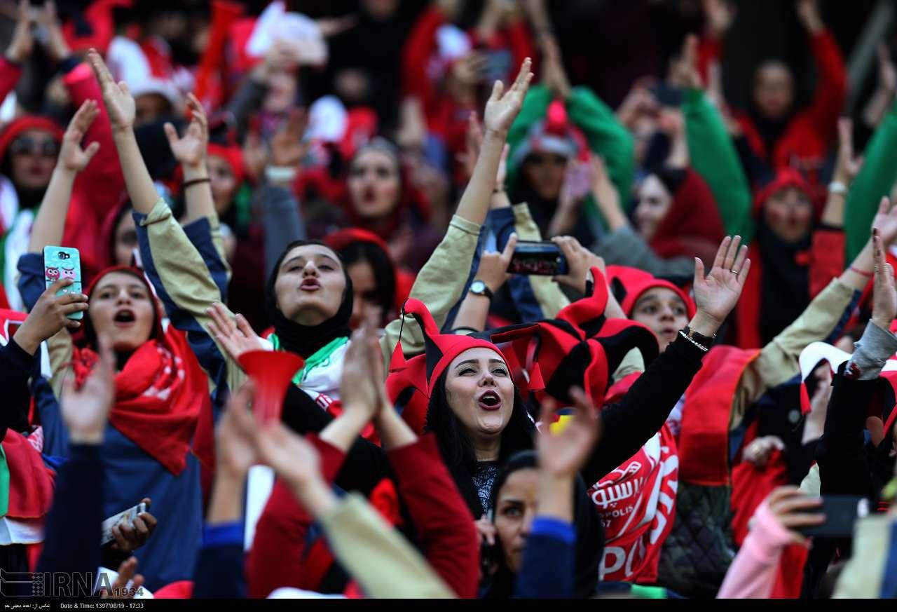 چرا مجوز برگزاری نماز جمعه صادر میشود ولی حضور در ورزشگاهها ممنوع است؟