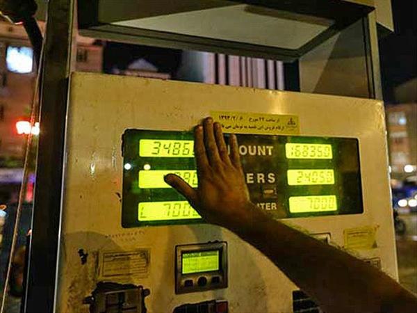 پیشنهادهایی برای دو نرخی کردن بنزین / قیمت را بالاببریم، درآمد را به جیب اقشار ضعیف سرازیر کنیم