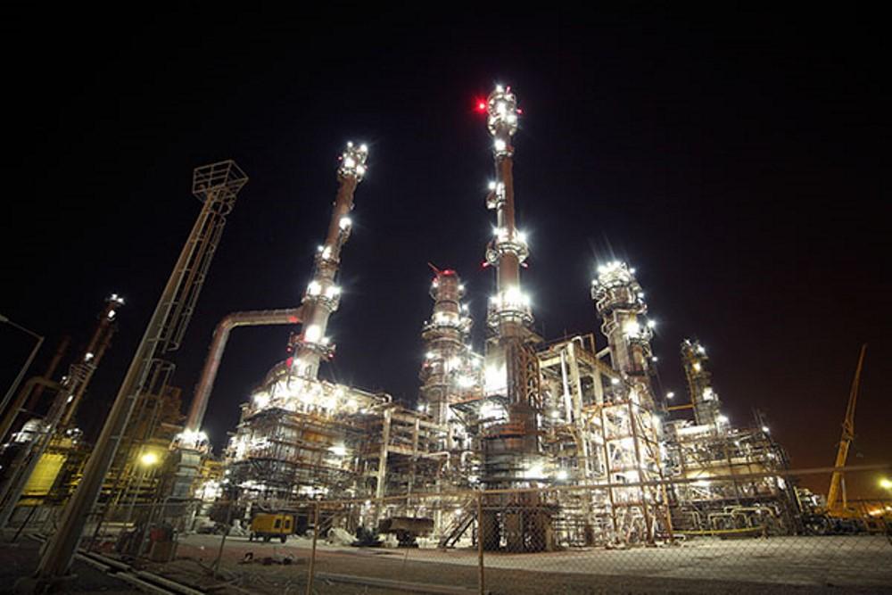 نخستین کاتالیست راکتور مرحله سوم پالایشگاه ستاره خلیج فارس بارگذاری شد