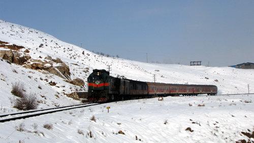 تردد قطارها با وجود بارش برف طبق برنامه انجام می شود