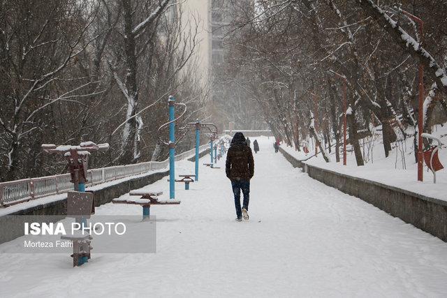 ارتفاع برف در فرودگاه تبریز به 4 سانتی متر رسید