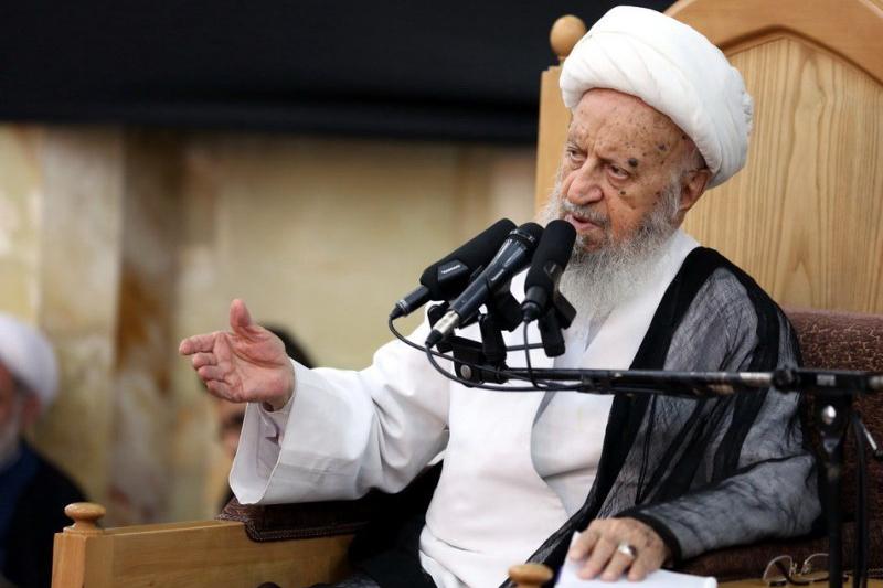 آیت الله مکارم شیرازی: تندروها مردم را از انقلاب جدا می کنند