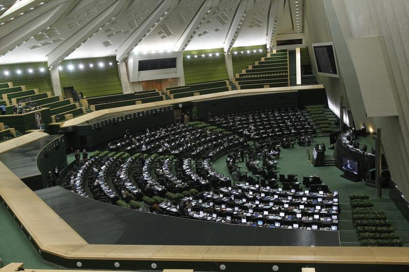 بررسی نحوه افزایش حقوق کارکنان و بازنشستگان در جلسه غیررسمی مجلس