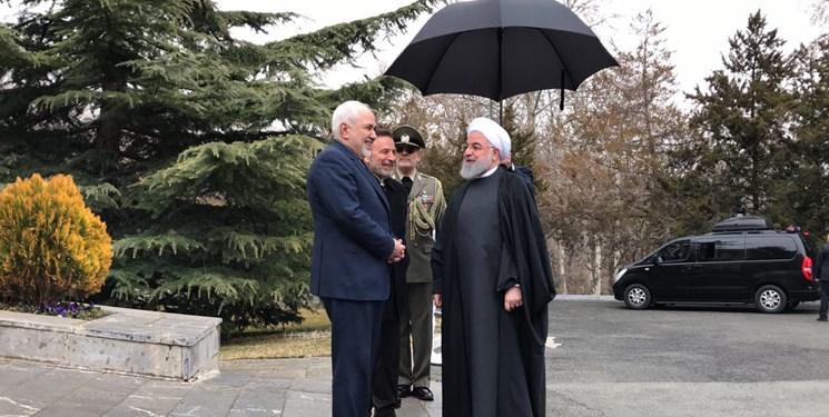 اولین حضور ظریف پس از پذیرفته نشدن استعفایش+عکس
