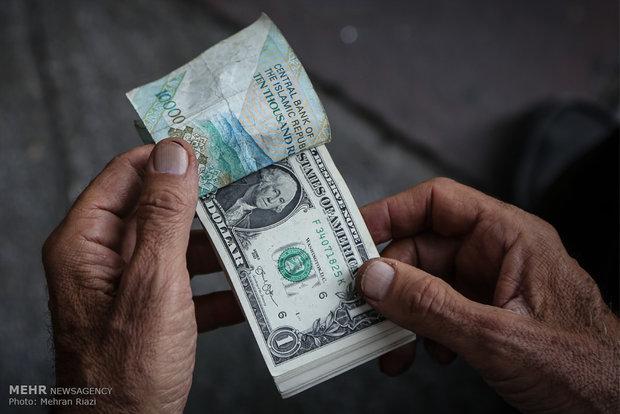 کرکره صرافیها در آرامش بازار بالا رفت/نرخ دلار ۱۳هزار و ۳۰۰تومان