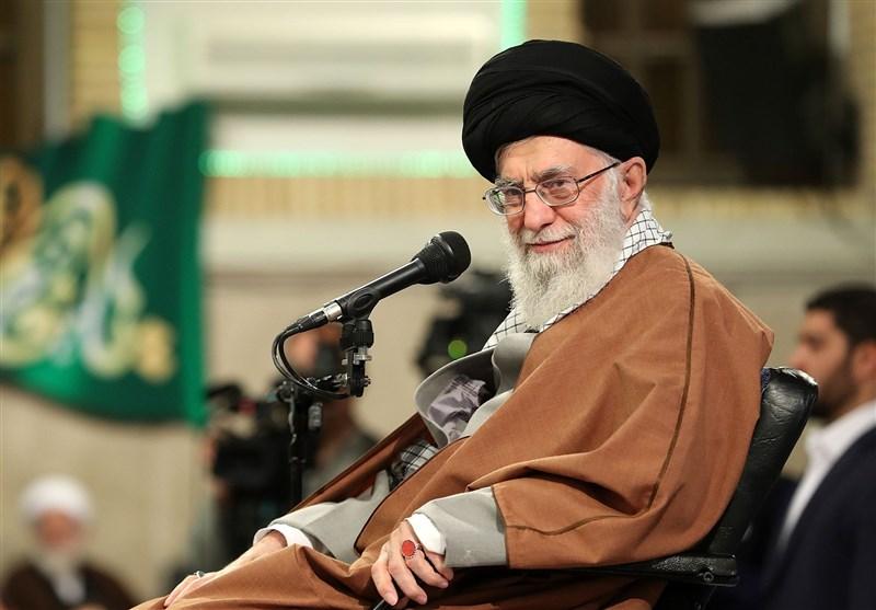 امام خامنهای:تعظیم نام و یاد شهیدان حرکت مجاهدانه را در کشور تقویت میکند