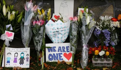 همدردی مردم نیوزیلند با جامعه مسلمانان (+عکس)