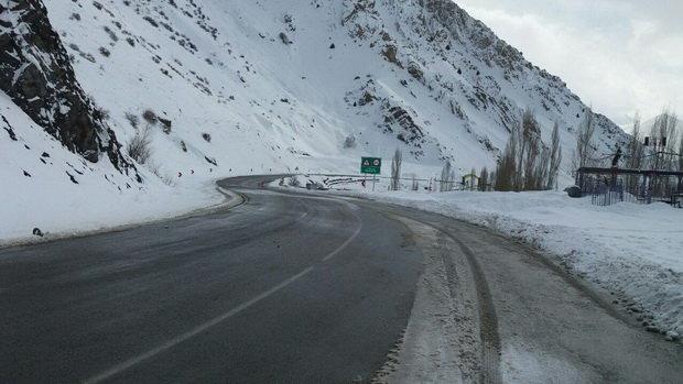 بارش برف و باران در محورهای مواصلاتی آذربایجان شرقی