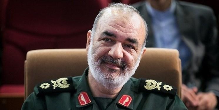 خوزستان را بهتر از قبل می سازیم/ همه فرماندهان ارشد سپاه درگیر کمکرسانی هستند