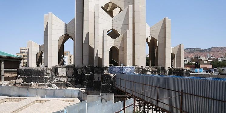 «آبروریزی» در حریم تاریخی مقبرهالشعرا
