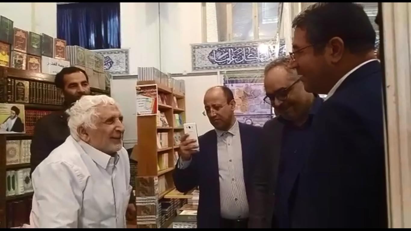 گفتگوی وزیر صنعت ومعدن با ناشران در حاشیه نمایشگاه کتاب/فیلم