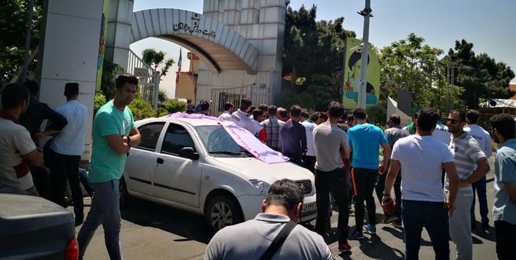 تجمع اعتراضی مدالآوران جاکارتا مقابل وزارت ورزش بخاطر عدم پرداخت پاداشها+تصاویر