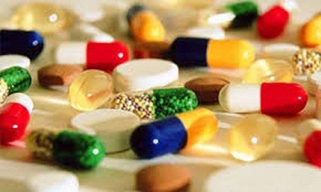 کمبود دارویی واقعی ناشی از نبود مواد اولیه یا مشکل در توزیع داروهای وارداتی است