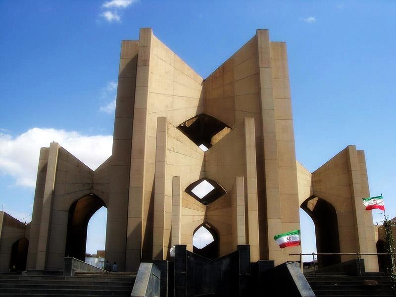 انتقاد استاندار آذربایجان شرقی از تاخیر در تکمیل پروژه ساماندهی مقبره الشعرا