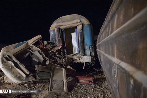 خروج مرگبار قطار تهران - زاهدان از ریل (عکس)