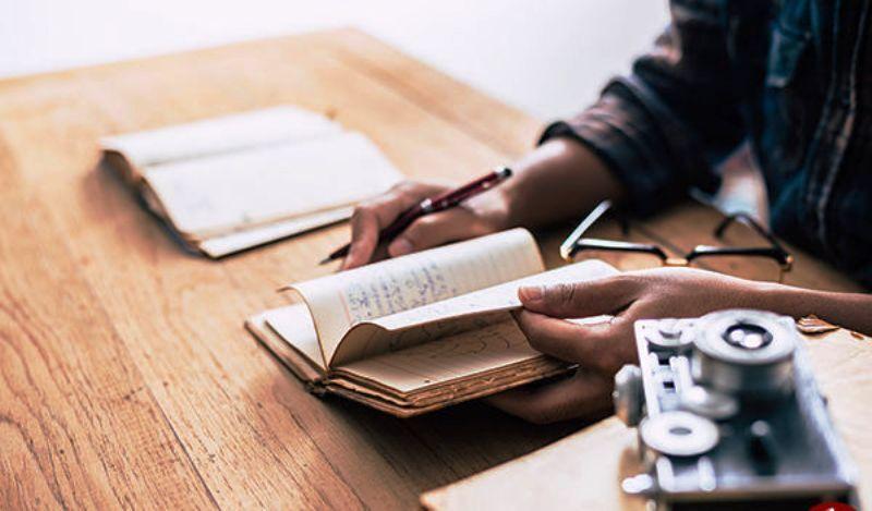 درباره مولفان و نویسندگان | طلایه داران فرهنگ و تمدن کشور